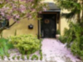 house-entrance-255132_1920.jpg