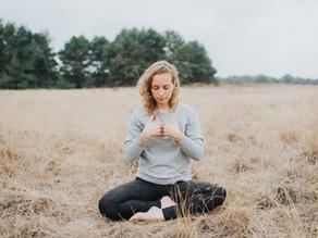 Online Mindful yogalessen van De Rustclub