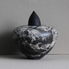 Urns by Rita Spaan Krauss zijn Naked Raku gestookt
