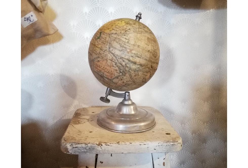 Joli petit globe ancien