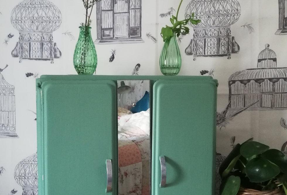 armoire à pharmacie vintage verte