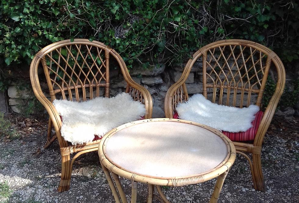 Deux grands fauteuils en rotin