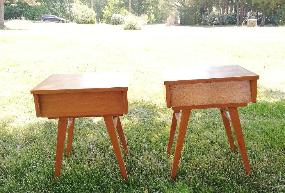 2 tables de chevet pieds compas