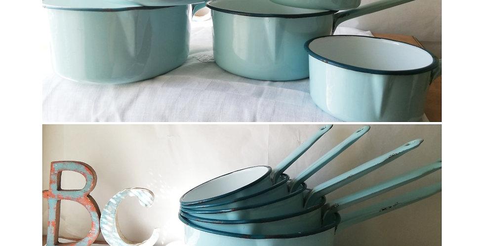 Belle série de 5 casseroles émaillées