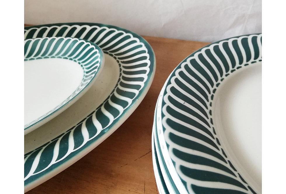 6 assiettes plates avec deux plats Digoin frise verte