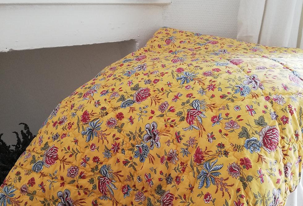 boutis plaid vintage à fond jaune