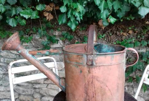 Vieille arrosoir français tout en cuivre...Old French all-copper watering can