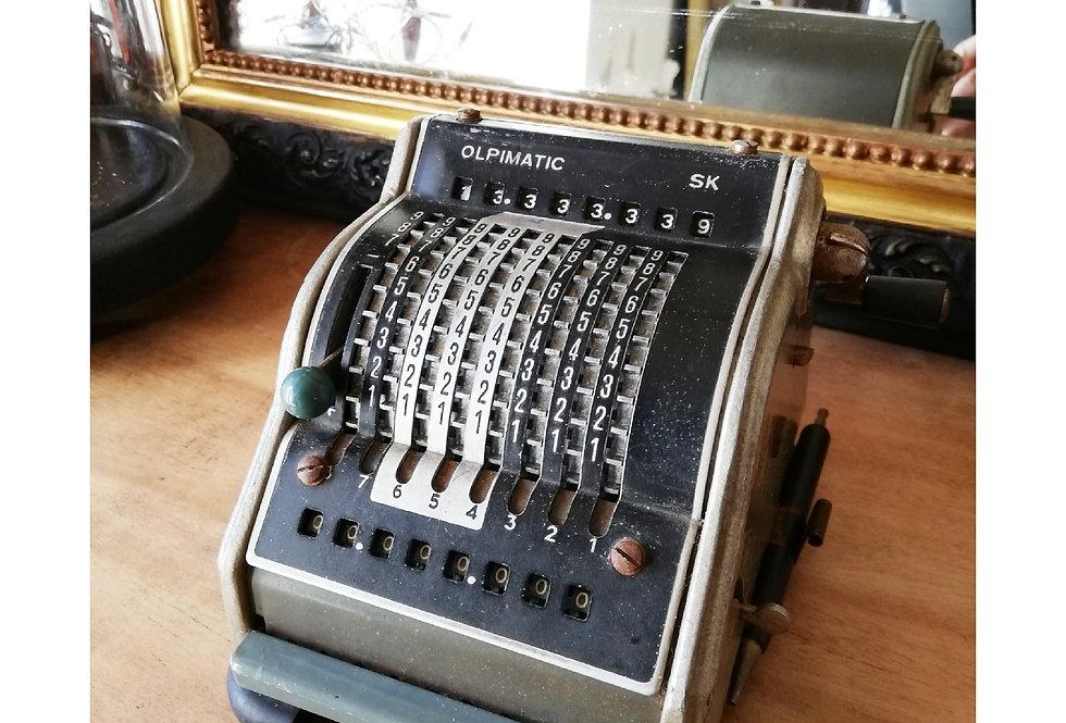 Calculatrice mécanique / Objet de curiosité
