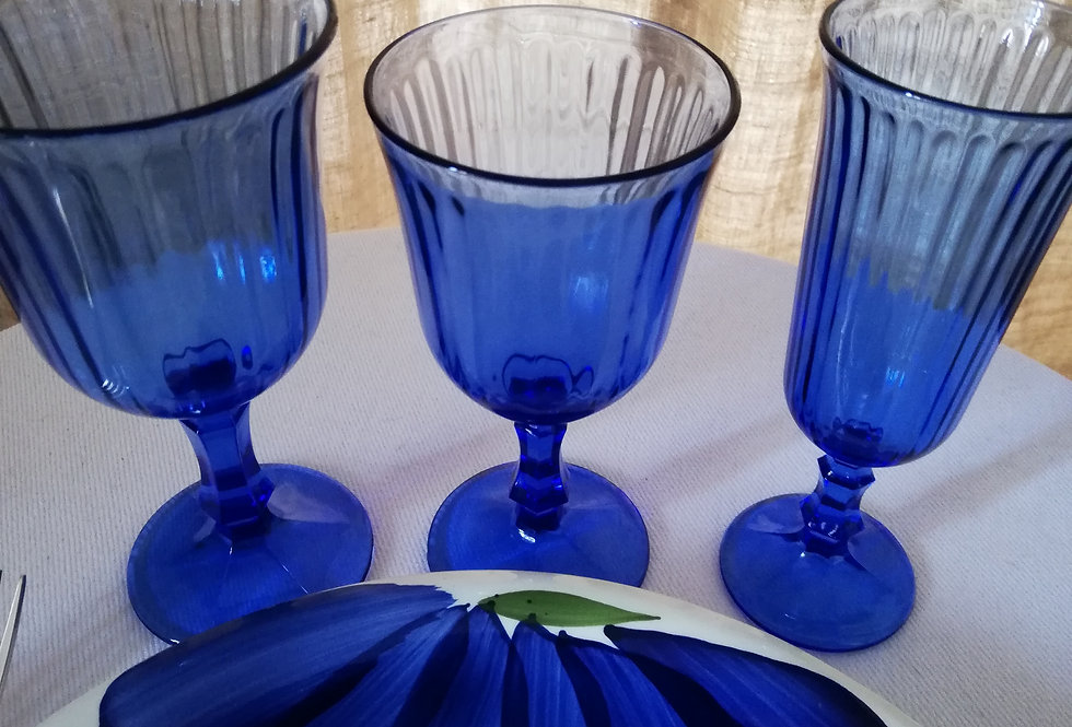 5 flûtes à champagne de couleur bleu nuit