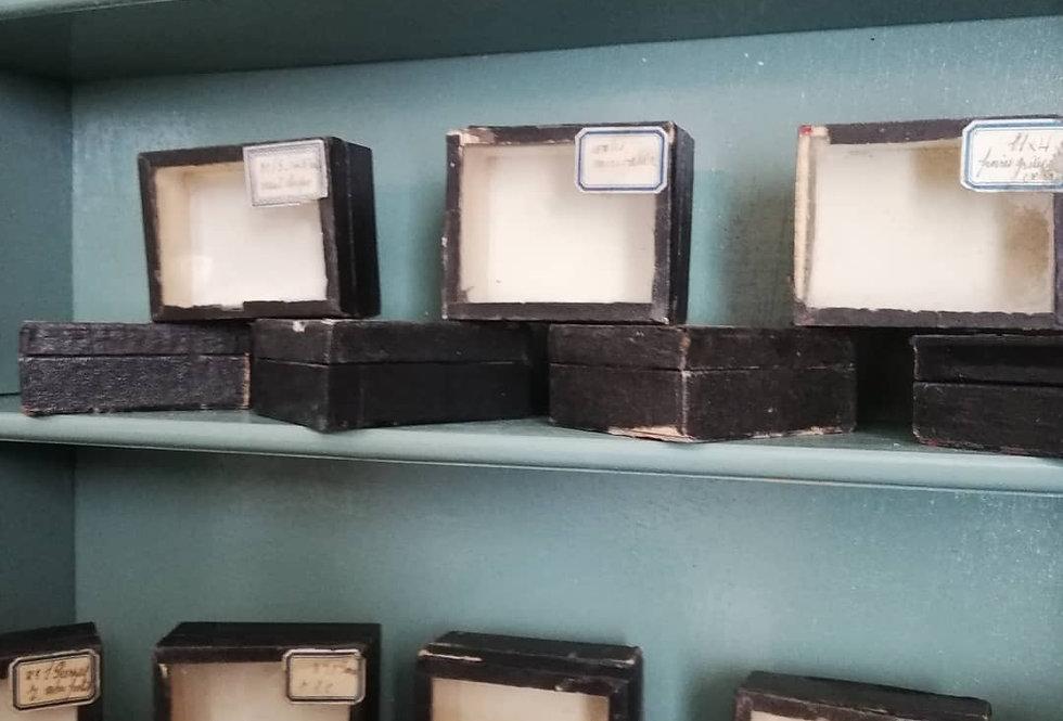 18 boîtes anciennes