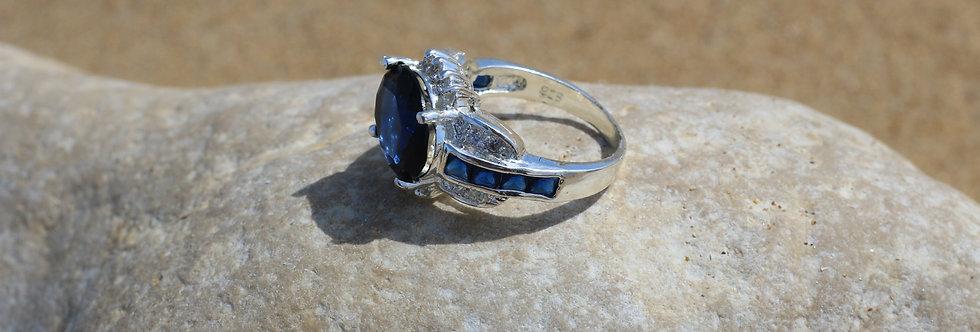Bague en argent avec grosse pierre bleue marine