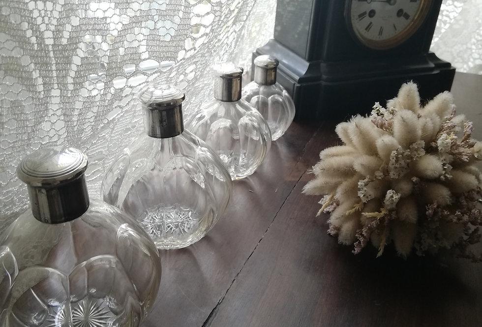 4 Très anciens flacons de parfums