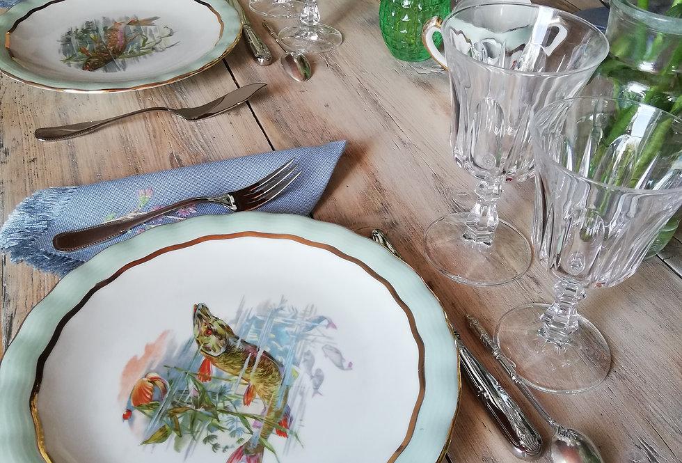 12 assiettes à poissons et grand plat