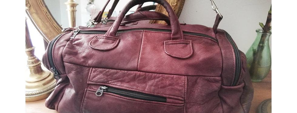 Joli sac en cuir vintage couleur prune