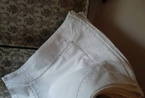 Set de table ancien dentelles et broderies linge ancien blanc coton