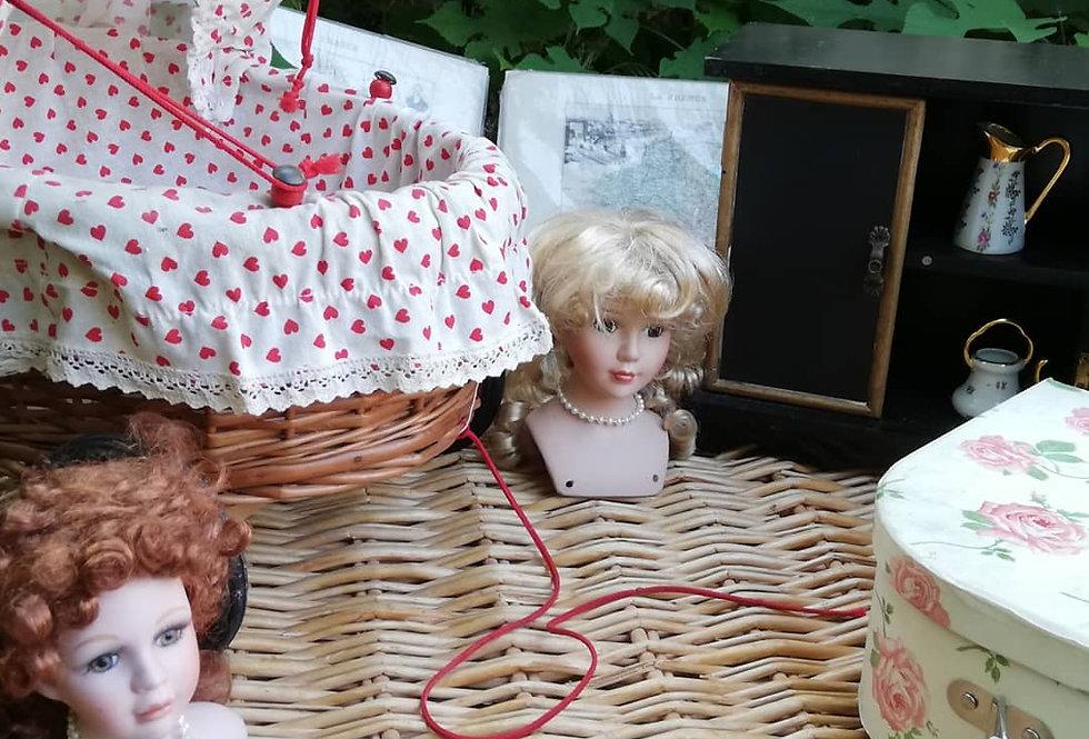 2 jolies têtes de poupées au profit de la SPA