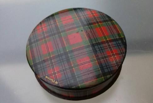 1 boîte tartan ancienne marque Mac Pherson 1 box old tartan vintage