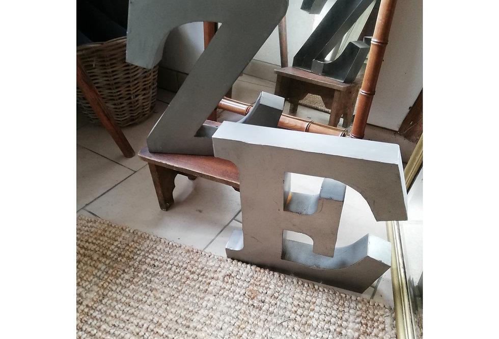 Lettres vintage en zinc
