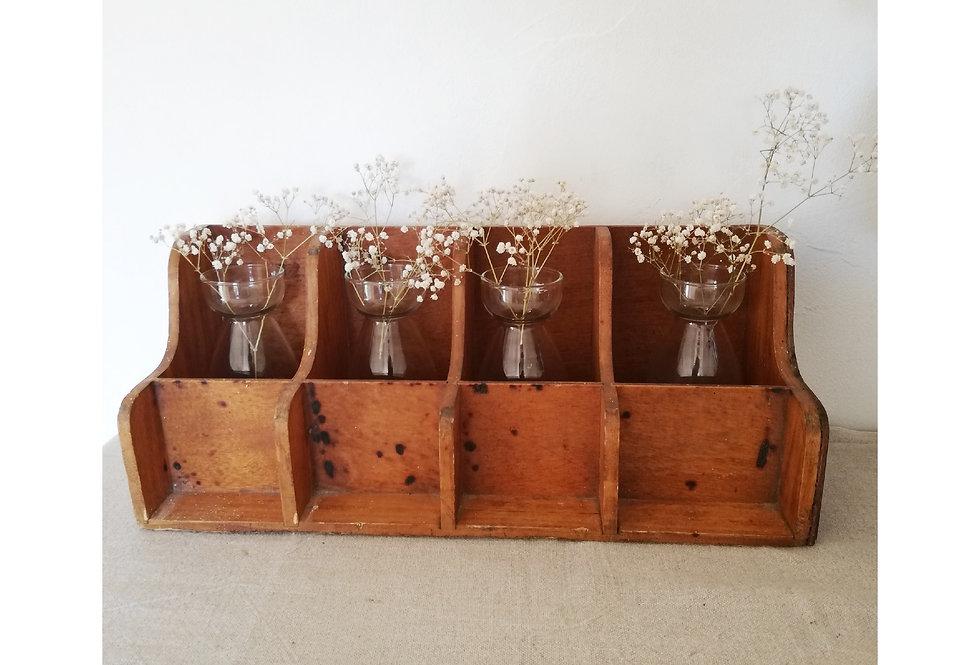 Meuble casier vintage vendu avec 4 vases rose
