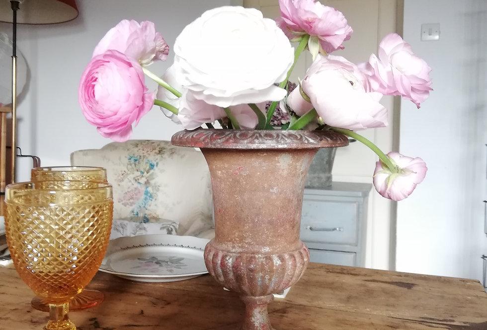 Vase Medicis en fonte