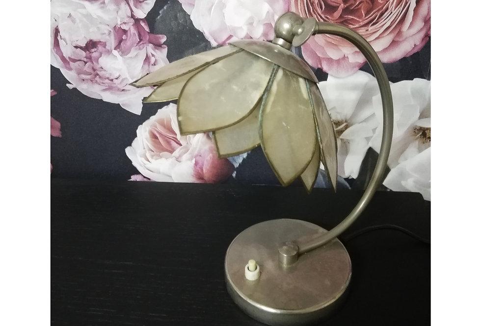 Lampe cocotte en pétales de nacre