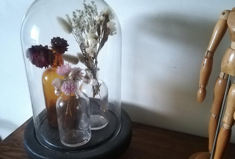 Globe et petits bouquets
