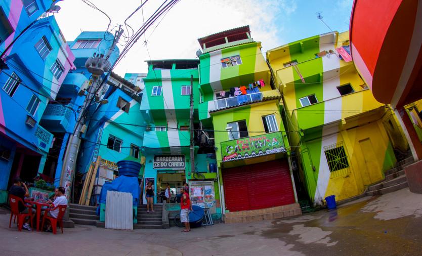 favela colorida.jpg