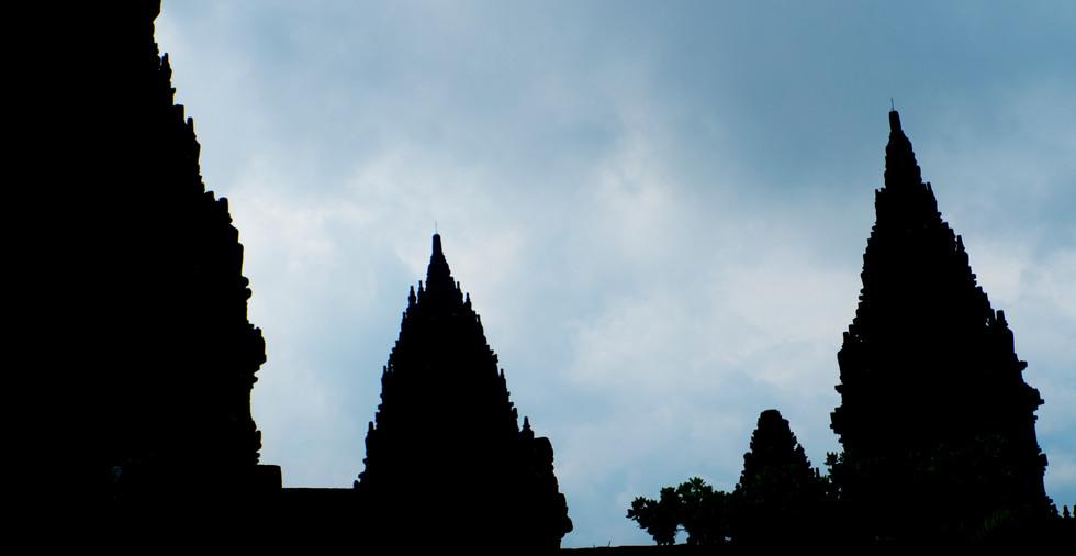 Prambanan contre jour.jpg