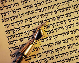 Image of hebrew in the torah w. a Yad