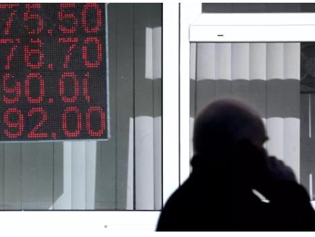 """Είναι οι """"χρυσές μέρες"""" του δολαρίου μετρημένες; Τι πιστεύουν οι ειδικοί"""