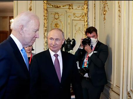 Η εχθρική αντιρωσική ρητορική έρχεται σε αντίθεση με τις συμφωνίες Πούτιν-Μπάιντεν στη Γενεύη