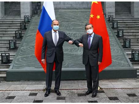 Η Ρωσία και η Κίνα περνούν από την άμυνα στην αντεπίθεση