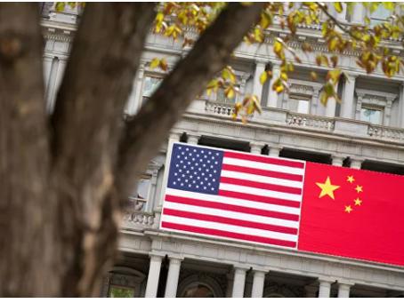 """Η Κίνα κάλεσε τις ΗΠΑ να αλλάξουν την """"εξαιρετικά επικίνδυνη"""" πολιτική τους απέναντί της"""