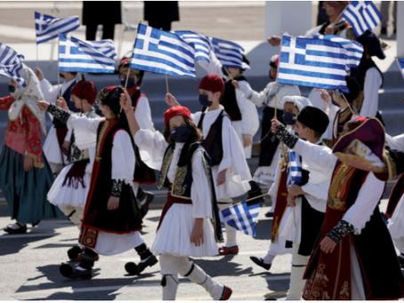Ο Έλληνας πρωθυπουργός στο Αμερικανικό αεροπλανοφόρο και ένα μετάλλιο για τον Μισούστιν