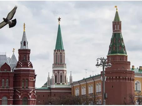 Το Κρεμλίνο σχολιάζει τις αναφορές για παρακολούθηση του τηλεφώνου του Μακρόν