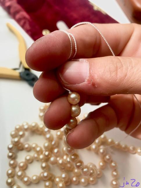 Perlenkette knoten