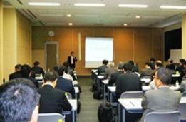 2012年2月22日(水)開催 プライベートセミナー スクウェイブSLRデータが証明した最先端ITマネジメント企業の社長が語る! 「情報子会社サミット」~グローバル化時代の情報子会社経営~