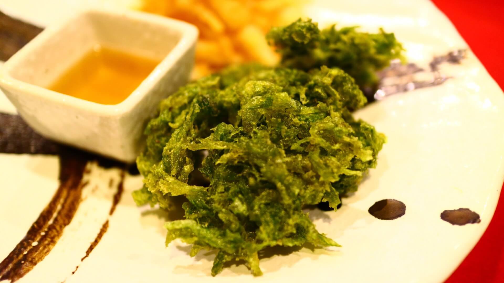 アオサの天ぷら  | 奄美大島 名瀬【屋仁川】人気の島料理とおすすめ黒糖