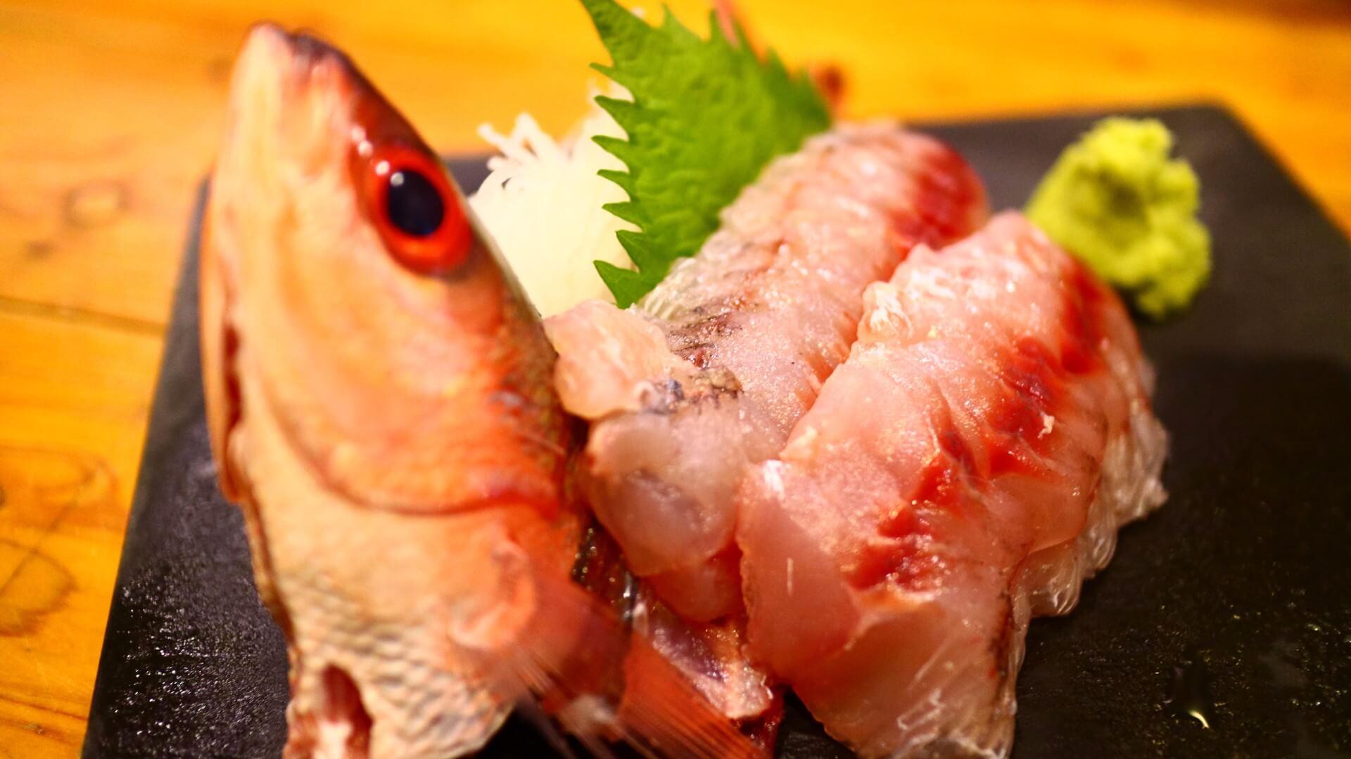 赤ウルメの刺身  | 奄美大島 名瀬【屋仁川】人気の島料理とおすすめ黒糖