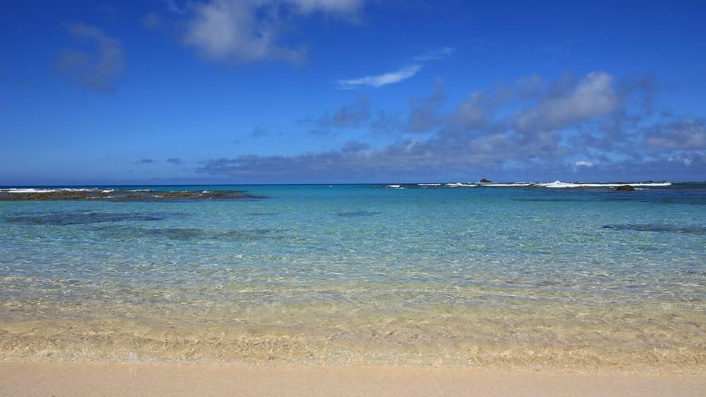 エメラルドグリーンの海と白い砂浜の絶景『土盛海岸』