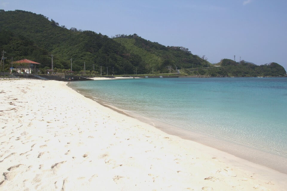 波も穏やか、海の透明度も抜群!「タエン浜海水浴場」