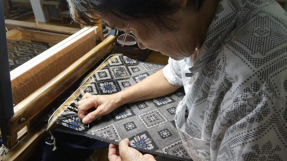 職人技を肌で体感できる『奄美大島紬村』