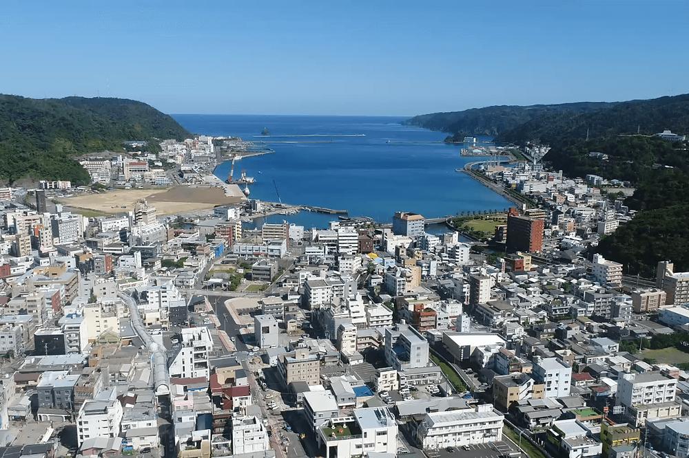 奄美大島の中心に位置する「奄美市名瀬」