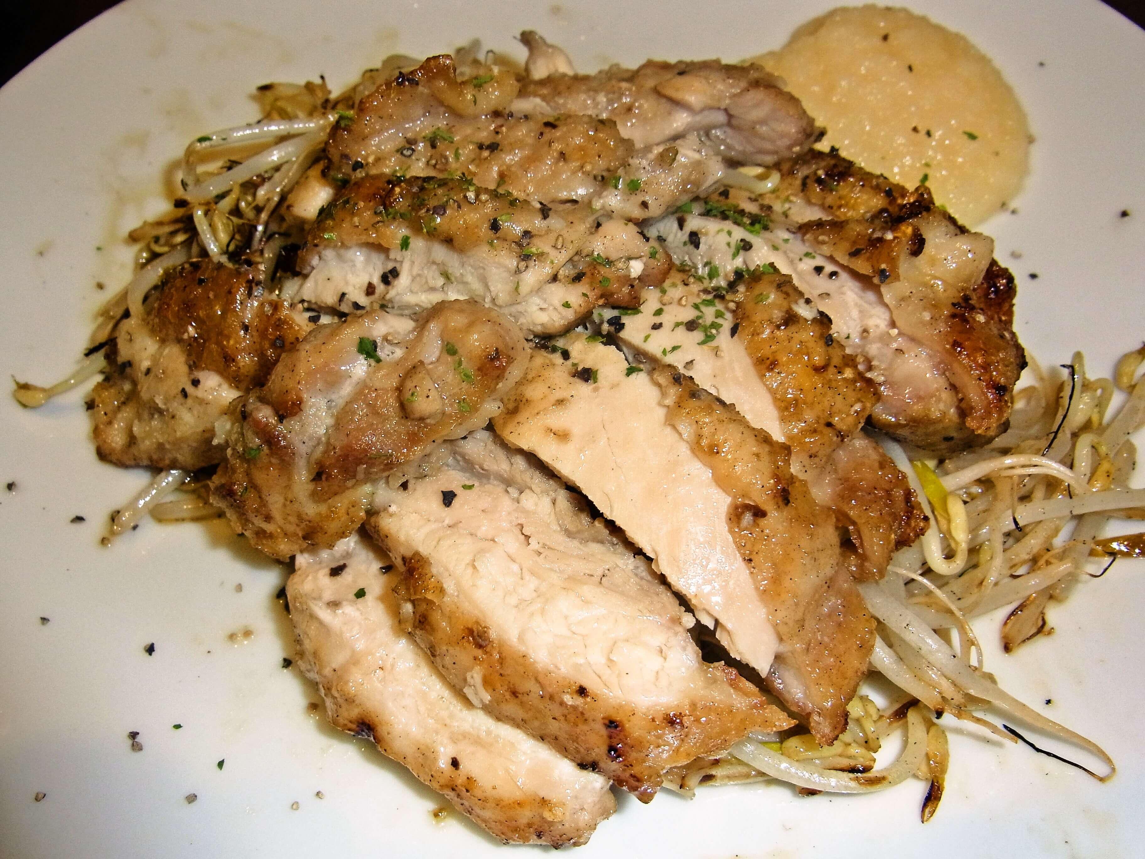 笠利産地鶏の刺身or塩焼  | 奄美大島 名瀬【屋仁川】人気の島料理とお