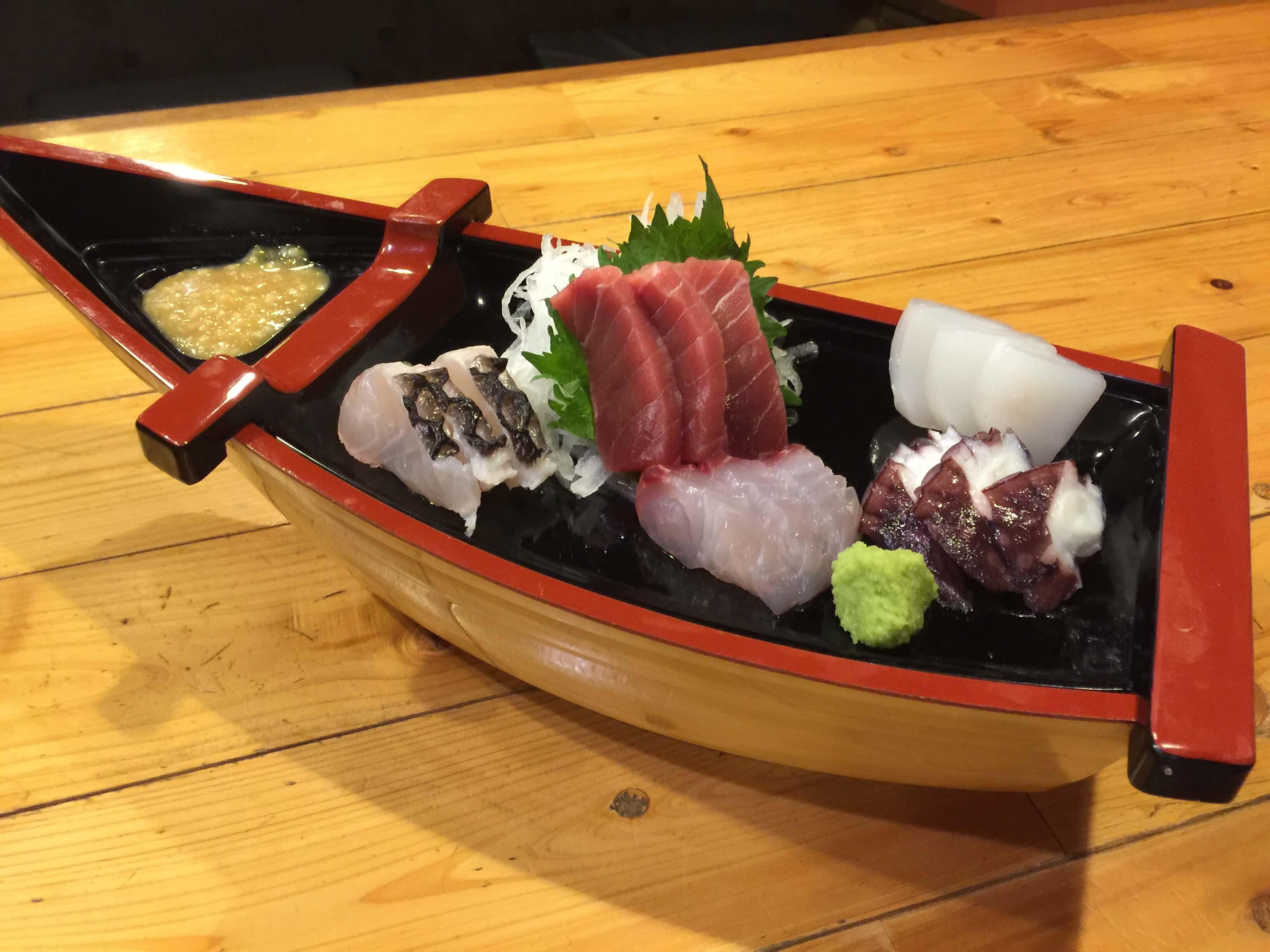 刺身の盛り合わせ | 奄美大島 名瀬【屋仁川】人気の島料理とおすすめ黒糖