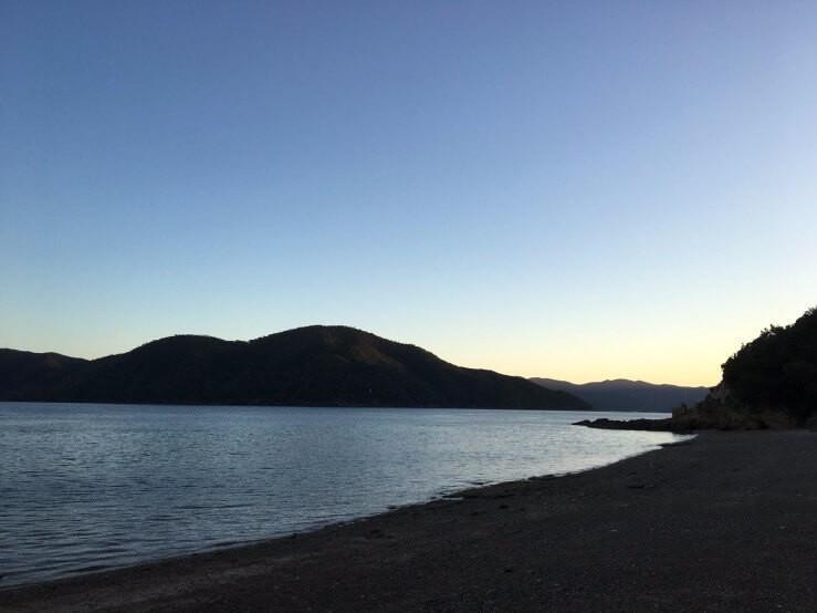 加計呂麻島の朝焼け