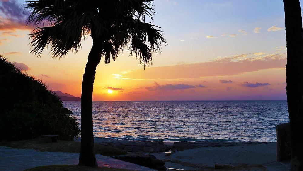青い海と白い砂浜『大浜海浜公園』