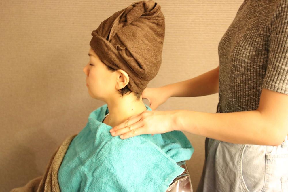 新潟市東区(新潟県)の美容室『bergamotto hair(ベルガモットヘア)』の癒しを追求したヘッドスパ⑤マッサージ
