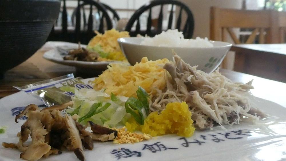 奄美の郷土料理、黄金のスープが光り輝く『鶏飯元祖みなとや』