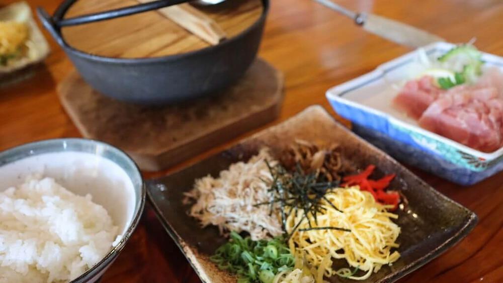 天皇皇后両陛下も夕食で訪れた奄美の郷土料理『鶏飯ひさ倉』